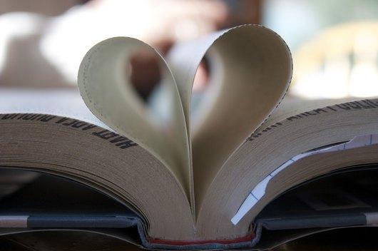 Книжарница КИБЕА в любовен четириъгълник през февруари